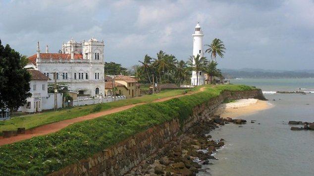 Galle Fort lighthouse Sri Lanka, www.barefootluxe.wordpress.com