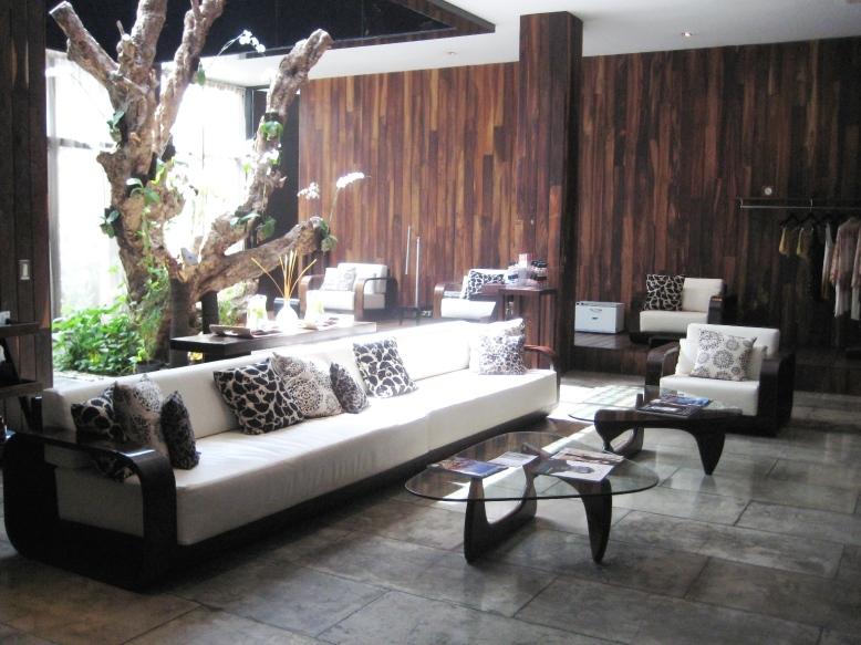 Sentosa Seminyak Spa lobby, luxury spa Bali, www.BarefootLuxe.net