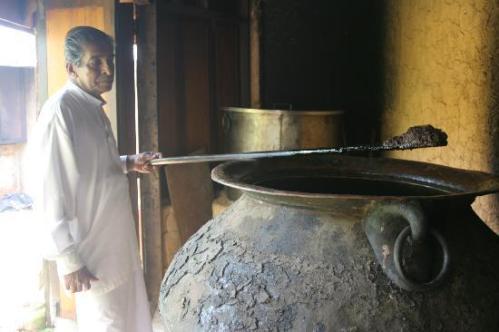 ayurveda-oil-prepared[1] Barberyn Reef Sri Lanka,www.barefootluxe.wordpress.com