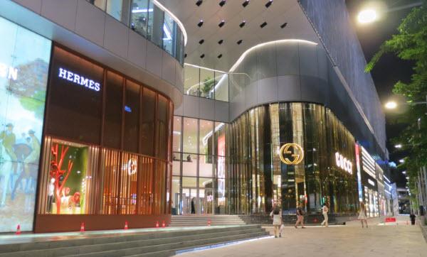 bangkok_centralembassy_entrance[1]