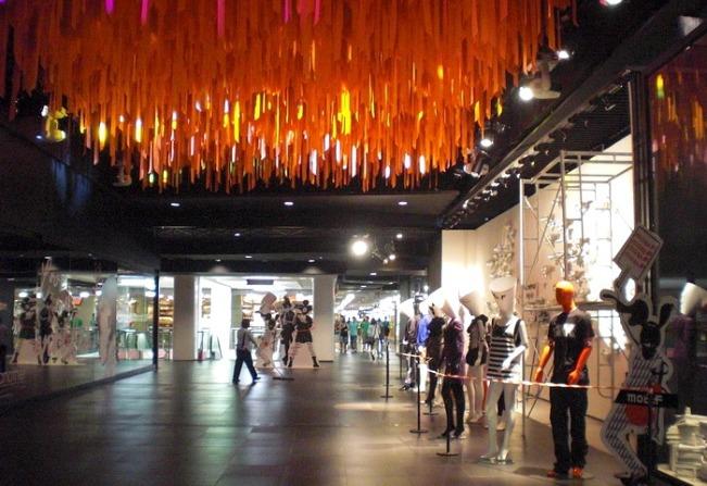 Siam Center Bangkok fashion shopping mall, www.BarefootLuxe.net
