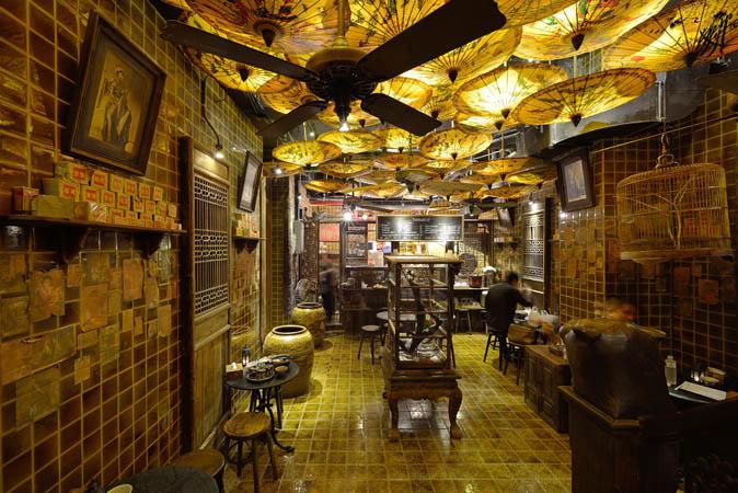 Maggie c hoos Bangkok bar