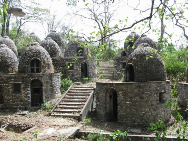 Beatles ashram, maharishi-mahesh-ashram-rishikesh, www.barefootluxe.wordpress.com
