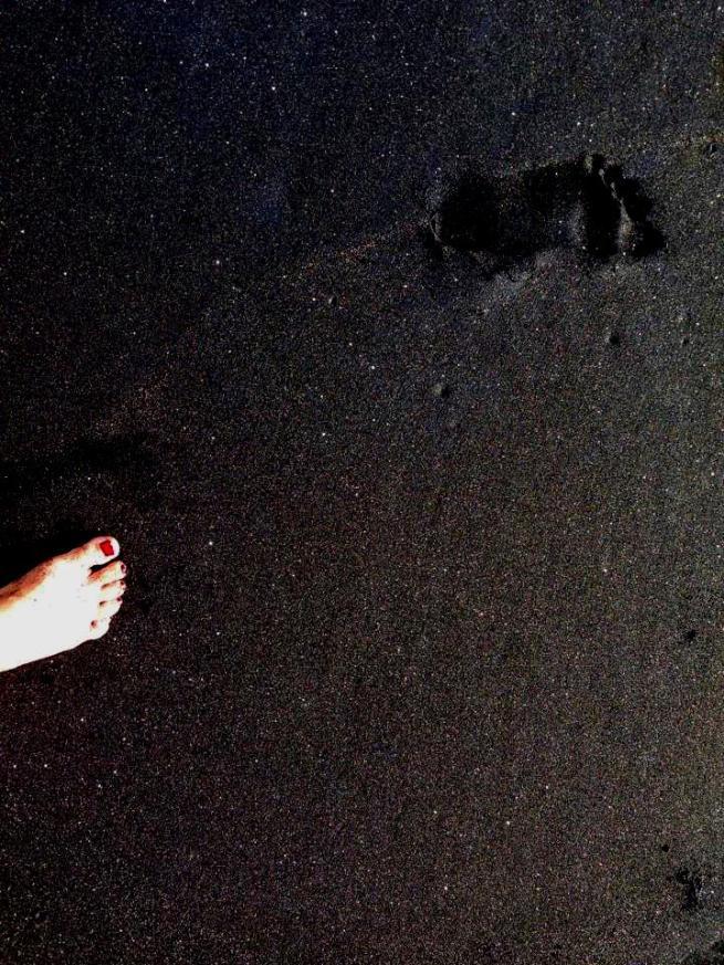 Barefoot Luxe by Chami Jotisalikorn, Bali black beach, www.BarefootLuxe.net