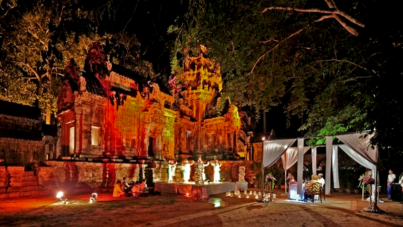 Jacada Travel dinner at Angkor Wat, www.BarefootLuxe.net, luxury travel Cambodia, Asia